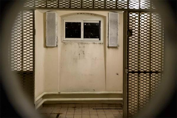 Prison, détenus et confiscation de l'espace temps